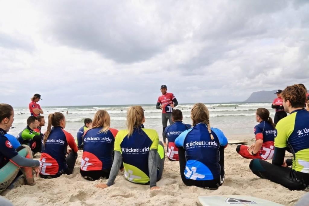 Surf instructor course underway