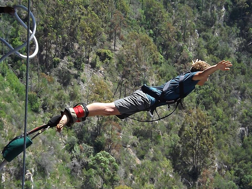 Bungy-jumping-experience-on-a-gap-year